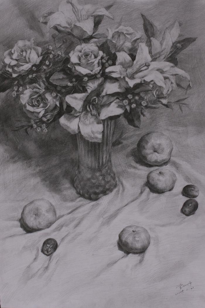 素描带花的花瓶与几个水果